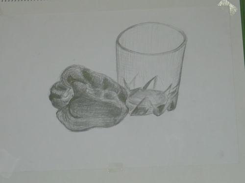 ピーマンとガラスコップ